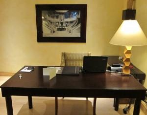 Connected Desk in Saxon Suite