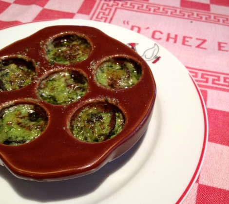 Escargots de Bourgogne en pots au beurre d'ail et d'echalote (Burgundy snails in shallots and garlic butter)